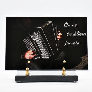 Pompes Funèbres Grosso : plaque funéraire avec un accordéon