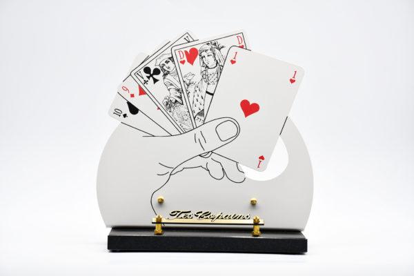 Pompes Funèbres Grosso : plaque funéraire en granit avec un jeu de cartes