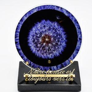 Pompes Funèbres Grosso : plaque funéraire en plexi avec un disque violet