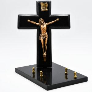 Pompes Funèbres Grosso : croix avec Christ sur un support, de couleur noire